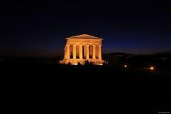 Tempio della Concordia #4 (Salvo Marturana) Tags: italy italia valle concordia sicily della dei sicilia agrigento valledeitempli notturno tempio templi tempiodellaconcordia tamron1750 girgenti canon550d
