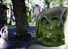 Grisly reminders - Parish Church of St. Cuthbert, Edinburgh (Richard Wintle) Tags: uk greatbritain church grave graveyard skull scotland moss edinburgh unitedkingdom headstone gravestone churchyard stcuthbert saintcuthbert