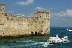 Scorcio di Sirmione (La minina) Tags: italy seagulls lake castle boats lago garda italia barche castello gabbiani sirmione