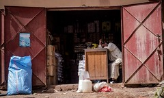 Sommeil (cafard cosmique) Tags: africa montagne photography photo commerce foto image northafrica morocco maroc atlas maghreb souk marruecos fatigue marokko marrocos afrique sommeil afriquedunord  tabant labeur aitbougmez
