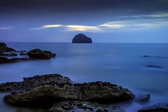 Trebarwith Strand (Robgreen13) Tags: uk longexposure blue sunset shadow mist seascape seaweed beach silhouette clouds canon island eos coast rocks cornwall waves cloudy tide calm bluehour trebarwith channel seastack northcoast 650d 10stopper iplymouth yahoo:yourpictures=coastal