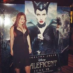 """Girl In Black :) Thailand Gala Screening """"Maleficent กำเนิดนางฟ้าปีศาจ"""" ... ในด้านการพากย์เสียงไทย นักแสดงสาวมากความสามารถ หญิง รฐา #moviepremiere #DisneyFilmFan #MaleficentThailand #Maleficent #ying_rhatha #yingrhatha_official #weloveyayaying #yayaying #"""