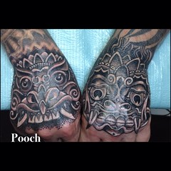 Round 2 touchups on my buddy Adam's hands #handtattoo #balimasktattoo #maskhand #eldubink #alteredstatetattoo #pooch_art