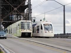 1996-1998 Siemens SD600 #220 & 2007-2008 Siemens S70 #410 (busdude) Tags: light max siemens rail area express trimet metropolitan s70 lrv sd600