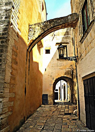 italy puglia alleys vicoli ostuni lacittàbianca fotosketcher (Photo: michele masiero on Flickr)