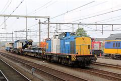 """VolkerRail 203-5 met een mobiele Kirow-spoorkraan """"Obelix"""", Amersfoort. (hemkes) Tags: train v100 rail zug trein amersfoort obelix 2035 volkerrail kirow mobielekraan"""