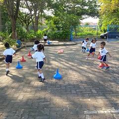 kegiatan-olahraga-memindah-bola-lari-silang (6)