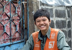 pretty tomboy motorcycle taxi driver (the foreign photographer - ฝรั่งถ่) Tags: pretty tomboy motorcycle taxi driver khlong thanon portraits bangkhen bangkok thailand nikon d3200
