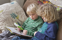 Captivated kids <3 (grilljam) Tags: seamus 4yrs winter ewan 7yrs reading leapreader february2017