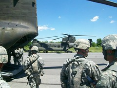 20140607-Z-Clark-02 (New York National Guard) Tags: 3rdbattalion det1 2ndbattalion senecaarmydepot nysoldiersofdeltacompany 108thinfantryfromithaca hadtheuniqueopportunitytotrainwithtwoch47chinookhelicoptersandtheircrewsfrombravocompany 126thaviationoutofrochesterthetrainingtookplaceatsenecaarmydepotlocatedintheheartofthefingerlakesbetweensenecaandcayugalakesnewlytrainedpathfinderandairassaultsoldierstrainedthecompanyonhowtoslingloadthecodup theflightcrewsverifiedtheloadsandgaverehearsalsfortheloadingandunloadingtheaircrafteachofthetrainedhookupcrewsrotatedthroughhookingtheslingloadsupandthechinooksflewashortpatternwiththe5 000lbsand12 000lbshumveeseachofthefourassaultplatoonsincodwereflownaroundcanandaiguaandkeukalakeswhileaboardthehelicoptercaptclarkwasabletopromotespcjoshuameriwethertosergeant