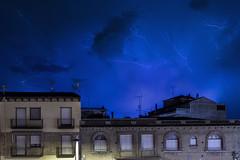 Rayos y centellas (Jabinefar) Tags: lluvia y nubes tormenta rayos relampagos binefar centellas