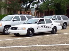 Delcambre PD_P1050532 (pluto665) Tags: car police squad cruiser interceptor copcar p71 fcv cvpi