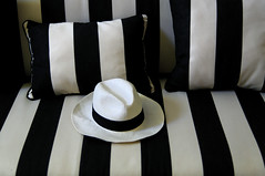 Camouflage (Edgard.V) Tags: white black france hat branco design noir stripes preto couch sofa camouflage chapeau sombrero panama travesseiro bianco blanc nero bandes canapé capello chapeu rayures coussin