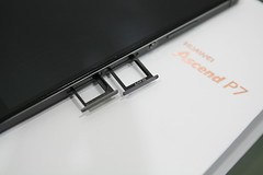 Huawei Ascend P7 microSD tray and SIM tray
