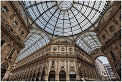 Galleria Vittorio Emanuele II (Giovanni Giannandrea) Tags: roof milan architecture italia lombardia galleria quadrato piazzadelduomo facciata bottega