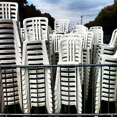 Installation fête des Chênes Verts / Chênes Verts set-up, Le Chesnay (ceciledelestre) Tags: white apple mac chair chairs forum stack plastic pile installation montage setup fête 78 blanc chaise chaises association plastique iphone yvelines lechesnay plasticchairs gardenchairs iphone4 localfair stackofchairs dutartre chaisesenplastique chaisesdejardin chaisesempilées chênesverts instagram