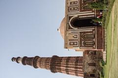 Delhi - Qutub Minar Complex & A'lai Darwaza 3 (Le Monde1) Tags: india carved nikon vishnu delhi tomb columns courtyard mosque unesco worldheritagesite sultan hindu cloisters minar masjid qutubminar northernindia iltutmish alaidarwaza alauddinkhalji d7000 lemonde1 shamsuddiniltutmish vishnupada