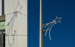 Shooting Stars (JeffStewartPhotos) Tags: toronto ontario canada sign star diptych pair danforth lamppost utata signage pairing eastyork shootingstar danforthavenue twophotos thursdaywalk thursdaywalks utata:description=hide utata:project=tw436