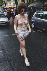 Courage (MKFautoyre) Tags: paris france rain tunisia pluie arab lgbt arabe topless gaypride tunisie marchedesfierts nikond7000 1750mmf28exhsmsigma mkfautoyere mathieuips article230 codepnaltunisien gayprideparisienne2014