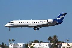 Skywest Airlines (So Cal Metro) Tags: plane airplane airport san rj sandiego aircraft aviation jet airline airliner crj bombardier canadair lindberghfield skywest regionaljet crj200 skywestairlines n465sw