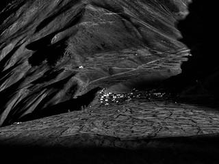 Zanskar - L'ombre envahit le village situé en face de Karsha.