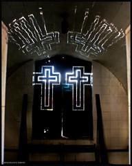 Luces / Light (drlopezfranco) Tags: guatemala ciudad city cementery cementerio cruz cruces crux light luz mausoleo tom tumba