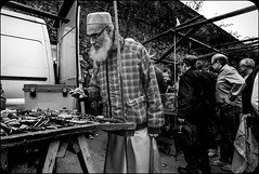 lm8 Brick lane market-1013664 (Photography on the streets) Tags: streetphotography candid urban monochrome blackandwhite leica m8