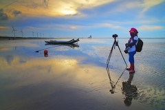 the masked photographer (Thunderbolt_TW) Tags: sunset sea sky sun reflection water windmill canon landscape taiwan     windturbine  changhua       hsienhsi  changpingindustryarea