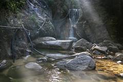 Cascada de Residuos (Sergio Tohtli) Tags: trash basura cascada impactoambiental residuos environmentalimpact mosaiconaturamxico