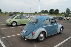 1962 & 2002 Volkswagen Beetle (DVS1mn) Tags: new london car brighton antique run era brass brassera newlondontonewbrighton nlnb nlnbacr 28thannualnewlondontonewbrightonantiquecarrun