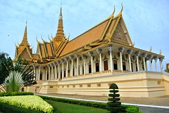 Phnom Penh: Palais Royal (Яeиée) Tags: asia palaisroyal phnompenh cambodge khmer unesco patrimoines eternelcambodge angkorlamerveilleuse asiedusudest battambang siemreap angkor