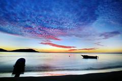 藍色珊瑚礁 Blue Lagoon Sunset 5 (HankSun88) Tags: ocean blue sunset cloud fiji port fire boat lagoon hank 山 海 日落 水 船 海浪 藍色 火燒雲 珊瑚礁 hanksun 斐濟 hanksun88 孫銘毅 孫漢克