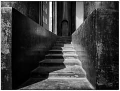 Sculpture (Detail) (Nordtegn) Tags: bw sculpture white black detail netherlands stairs noir zwartwit skulptur nb treppe sw nl monochrom schwarzweiss nederlands blanc niederlande almelo