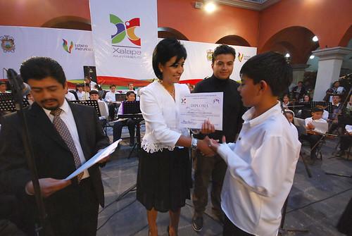 Elízabeth Morales García, entregó reconocimientos.