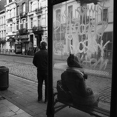 In and Out (Ren-s) Tags: blackandwhite noiretblanc noir blanc black white brussels bruxelles streetphotography street photographiederue rue people personne tag graffiti glass window vitre arrêt de bus stop cambre belgique belgium square carré monochrome duo europe journée daylight day canon eos600d canonefs1855mmf3556is