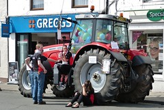Balloon Guessing Game (chdphd) Tags: tractor game balloons aberdeenshire stonehaven kincardineshire feeinmarket