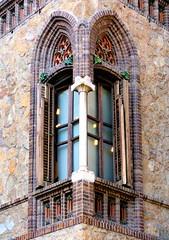 Barcelona - Gran Via 491 d 3 (Arnim Schulz) Tags: barcelona espaa art window architecture liberty ventana spain arquitectura arte fenster kunst catalonia finestra artnouveau gaud architektur catalunya espagne fentre modernismo catalua spanien modernisme jugendstil espanya katalonien stilefloreale belleepoque baukunst