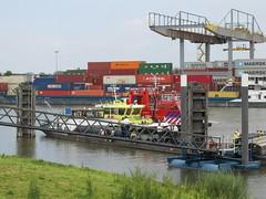 Maas-Waalkanaal, Nijmegen (Stewie1980) Tags: haven netherlands canon nijmegen harbor canal ship harbour nederland powershot kanaal brandweer rijkswaterstaat gelderland schip nimwegen maaswaalkanaal sx130 blusboot nimgue sx130is canonpowershotsx130is rws44 corteog