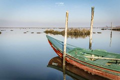 __\|_|____ (Paulo_Veiga) Tags: wood sky portugal water reflections relax landscape photography rebel boat photo barco picture lagoon serenity reflexos ria stakes ribeira aveiro 2014 riverscape reflectionsonwater riadeaveiro pauloveiga lens18200mm