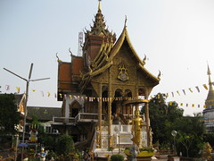 Far view of the beautiful Wat in CM (shankar s.) Tags: thailand southeastasia buddhism chiangmai wat highstreet buddhisttemple norththailand buddhistshrine watbuppharam buddhistreligion chiangmaistreet buddhistfaith chiangmaitraffic downtownchiangmai homonthianthamdhammahall
