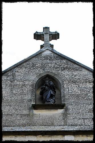 15 - Auvers-sur-Oise Eglise Notre-Dame de l'Assomption Statue de la Vierge au-dessus du portail