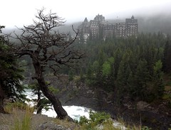 Fairmont Banff Springs Hotel (h willome) Tags: canada river alberta banff banffnationalpark 2014