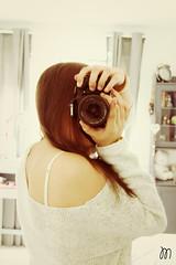 Mirror. (Mariasinmaas) Tags: camera girl shirt canon hair eos mirror cool bed bedroom young teen espejo reflejo jersey teenager shoulder camara habitacion hombro