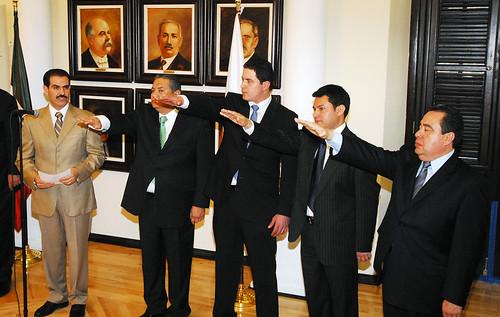 El Gobernador Guillermo Padrés tomó protesta a Gildardo Monge Escarcega como secretario del trabajo.