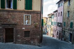 La chica en la ventana (fernando garca redondo) Tags: italy italia tuscany siena toscana