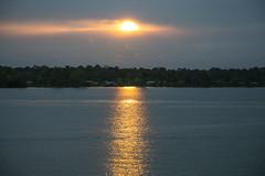 Salida del sol en el ro Guapi (Jos M. Arboleda) Tags: sol sunrise canon eos colombia jose amanecer 5d arboleda markiii ef24105mmf4lisusm guapi josmarboledac infinitexposure