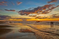 _MG_1610,Sam Son,Thanh Hoa 0613 (HUONGBEO PHOTO) Tags: phongcảnhsầmsơn thanhhoá bãibiểnsầmsơn samsonbeach vietnamscenery vietnamseascape scenery colorful beauty morning fishingboats outdoor sky sunrise beach seascapes