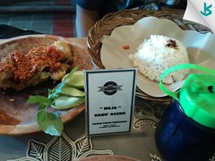 Weekend nih, pada lunch dimana? Sama siapa? Mimin makan dulu ya, ada yang mau nemenin? 😥 #lunch #ayamgeprek #serang #pisangmas #kotaserang #kuliner #culinary #jajananserang #geprekjawara #happylunch #food #Banten #spicy #Indonesia. h (kotaserang) Tags: ifttt instagram weekend nih pada lunch dimana sama siapa mimin makan dulu ya ada yang mau nemenin 😥 ayamgeprek serang pisangmas kotaserang kuliner culinary jajananserang geprekjawara happylunch food banten spicy indonesia httpkotaserangcom