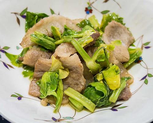 豚肉とセロリの葉の炒めもの