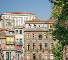 Porto (https://tinyurl.com/jsebouvi) Tags: door blue sky luz window yellow azul architecture jaune photo arquitectura flickr foto porto janela porte balcon fenêtre ville palmier aveiro palmeira varanda luminosidade 500px août2013 jsebouvi